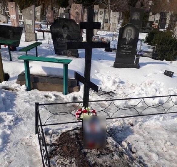 На черкаському кладовищі невідомі підпалили хрест