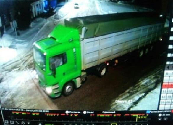 Черкаська поліція знайшла водія вантажівки, який наїхав на людину