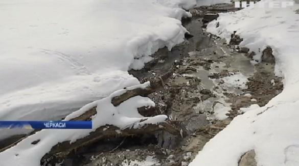 Річка з нечистот: Черкаси опинилися на межі екологічної катастрофи (ВІДЕО)