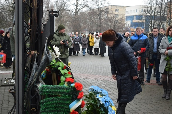 Хоробрі серцями: у Черкасах вшанували загиблих добровольців (ФОТО)