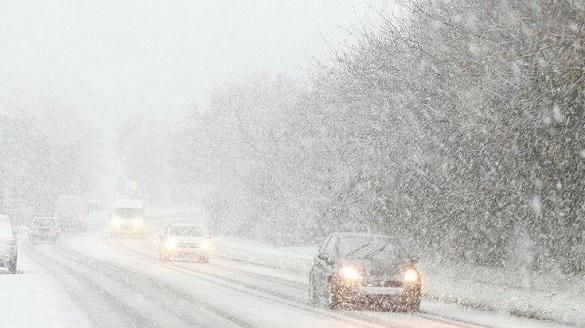Ожеледиця, замети та дощ: через негоду черкаських водіїв просять утриматися від поїздок (ВІДЕО)