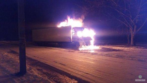 На одній із черкаських вулиць раптово загорілася вантажівка (ФОТО)
