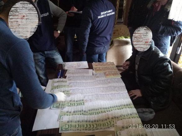 На Черкащині голову сільради спіймали на гарячому