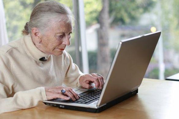 На Черкащині діє університет, що навчає літніх людей інформаційних технологій