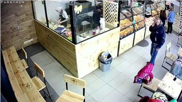 У черкаському кафе сталася зухвала крадіжка (ВІДЕО)