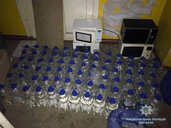 На Черкащині викрили підпільних бізнесменів, які виготовляли нелегальний алкоголь (ВІДЕО)