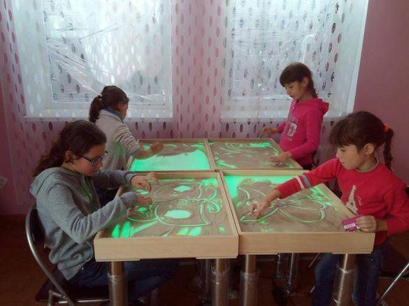 Пісочна терапія і рукоділля: переселенці створили дитячу арт-студію на Черкащині (ФОТО)