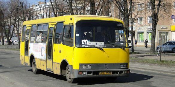 Які маршрутки та тролейбуси їздитимуть до кладовищ у поминальний день?