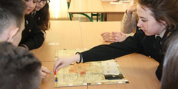 Настільна гра допомагає черкаським школярам вивчати історію