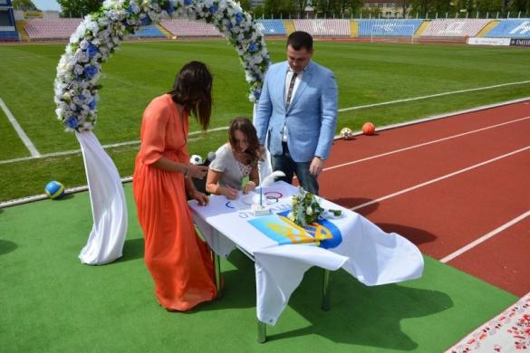 Черкащани вже рік можуть одружуватися на стадіоні