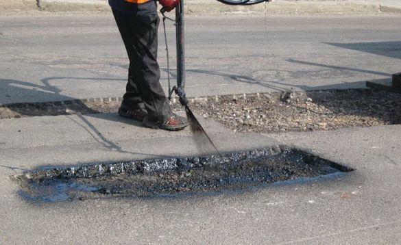 Стало відомо, коли завершать ямковий ремонт на дорогах у Черкаській області