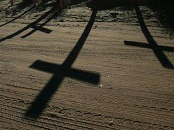 У Каневі невідомі викрали на кладовищі хрести