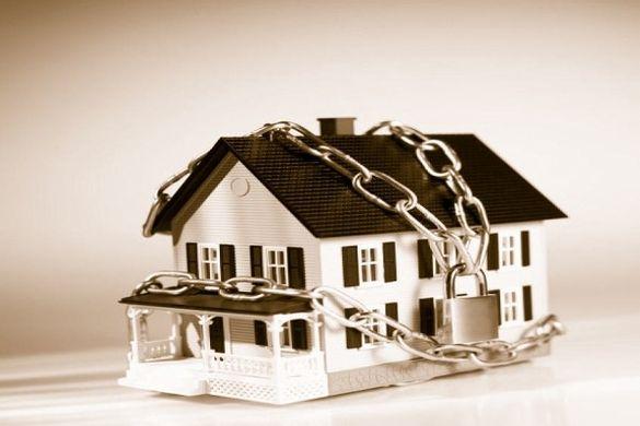 Домовини, автівки та квартири: у черкаських боржників конфіскують майно (ВІДЕО)