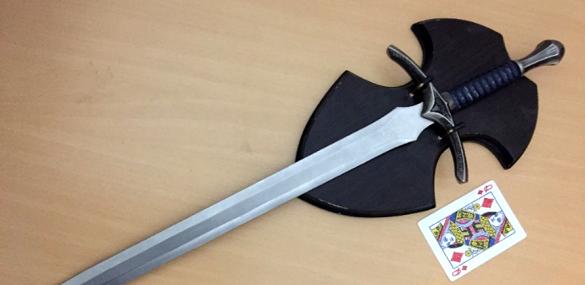 Таргани, радянська газета та меч із відомого фільму: що черкащани продають на