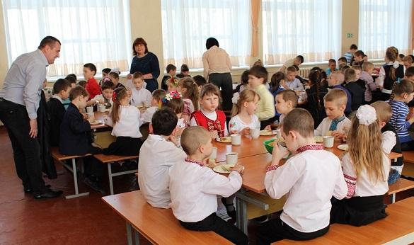 У деяких черкаських школах учні можуть самостійно вибрати страву на обід