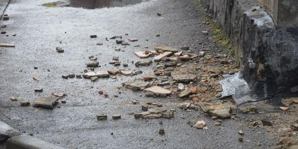 Біля черкаських багатоповерхівок містян очікує небезпека (ВІДЕО)
