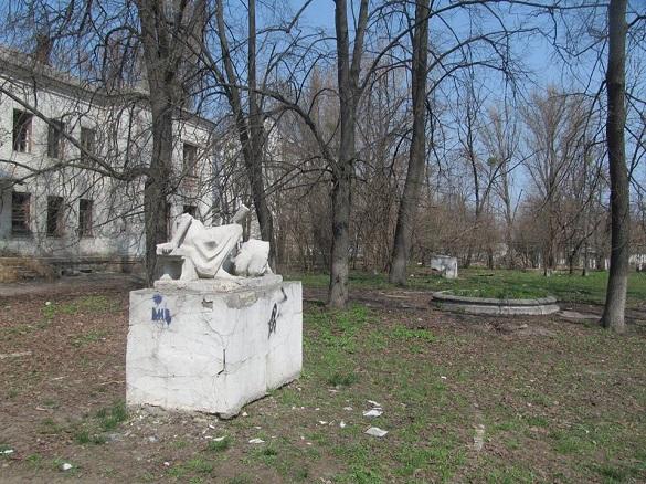 У Черкасах вандали псують двір, який вже нагадує Чорнобиль (ФОТО)