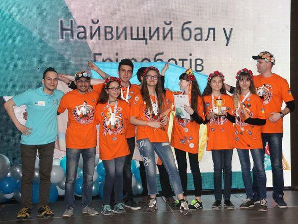 Юні черкаські робототехніки підкорюють всеукраїнський турнір (ФОТО)