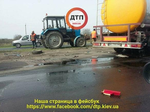 На Черкащині сталася жахлива ДТП: бензовоз влетів у дорожників