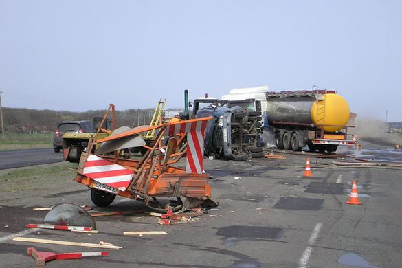 Стали відомі подробиці жахливої ДТП за участі дорожників та бензовозу