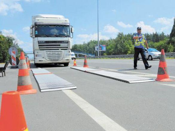 Під контролем: на Черкащині вже перевіряють вагу вантажівок (ФОТО)