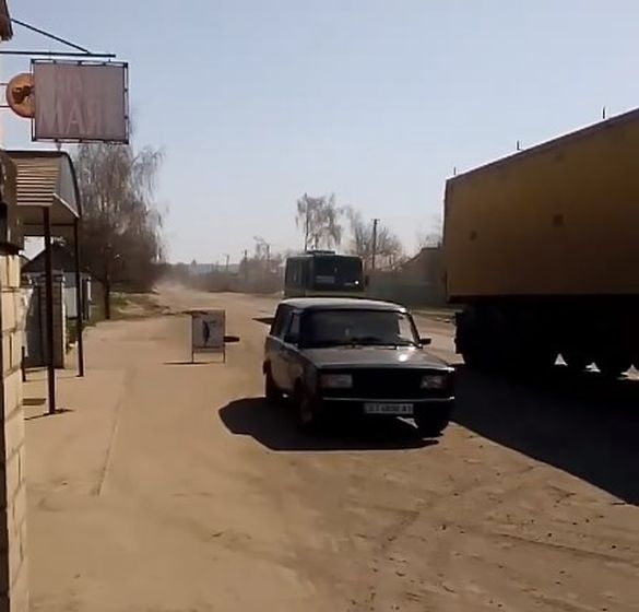 Не витримала: екс-депутат обматюкала  владу за погану дорогу в Мошнах