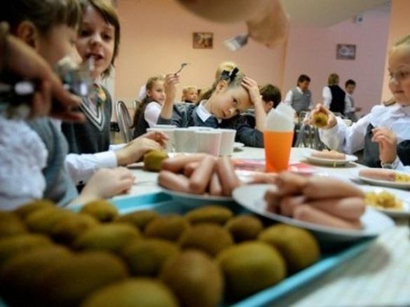 У Черкасах сперечалися, чи годувати безкоштовно усіх дітей переселенців