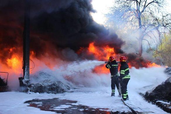 Стали відомі подробиці масштабної пожежі в Черкасах (ФОТО, ВІДЕО)