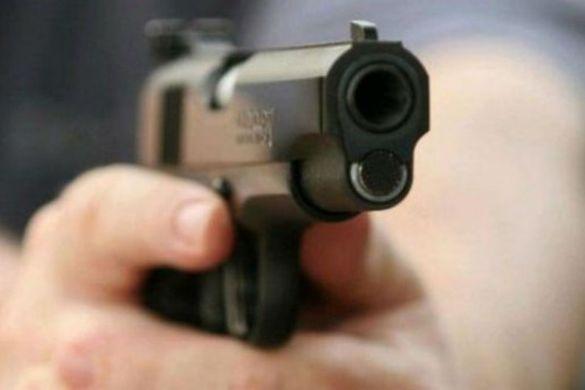 У черкаському супермаркеті чоловік із пістолетом влаштував бійку