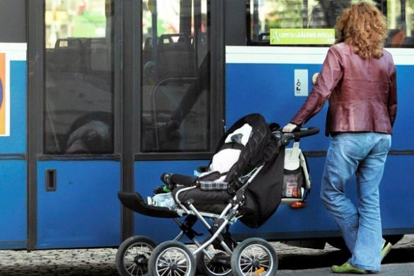 Плати за дитину, як за багаж: черкаські маршрутки відмовляються безкоштовно перевозити мам із дитячими візочками