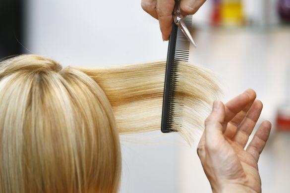 Новий імідж: у Черкасах створюють зачіски пенсіонерам та дітям з інвалідністю (ФОТО)