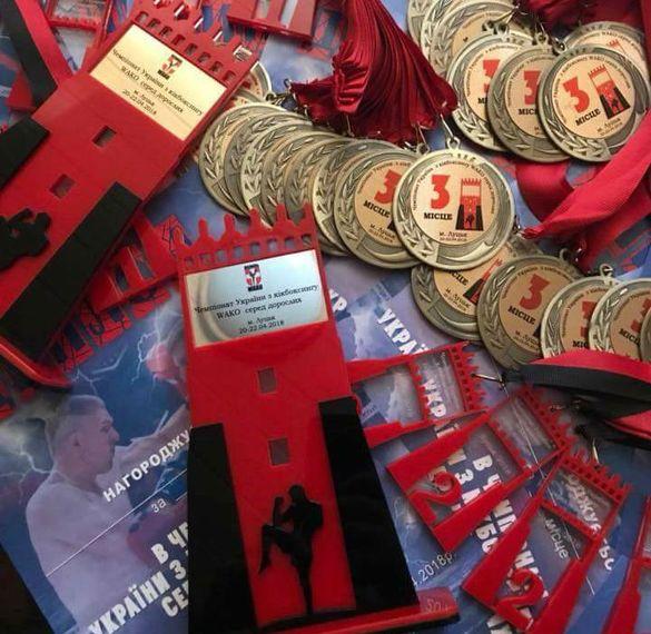 Черкаські кікбоксери тріумфували на всеукраїнському чемпіонаті (ФОТО)