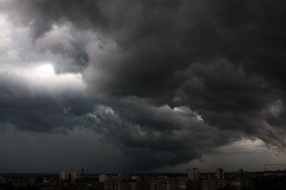 Потужна гроза знеструмила райони на Черкащині
