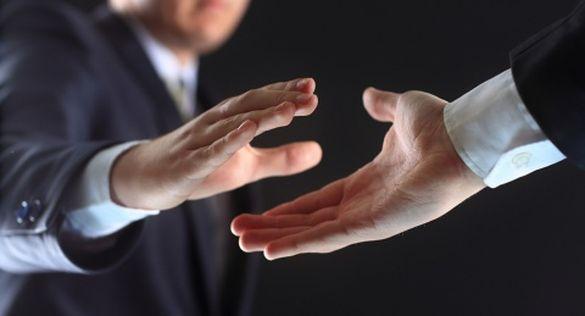 Черкасець публічно відмовився потиснути руку Президентові України