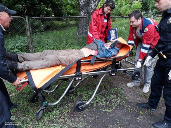 У Черкасах патрульні й медики врятували чоловіка під час нападу епілепсії
