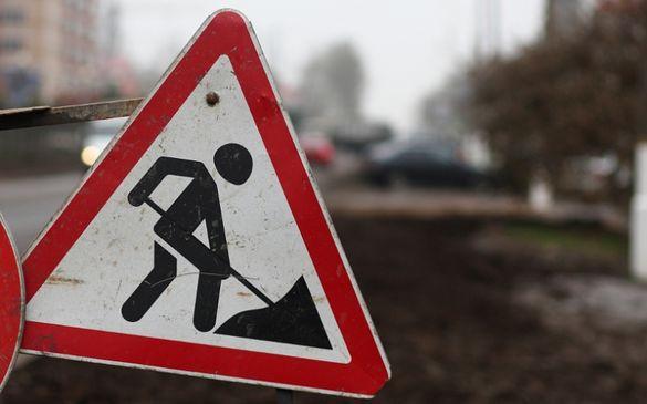 У Черкасах комунальники ремонтують дорогу на мосту Хіміків