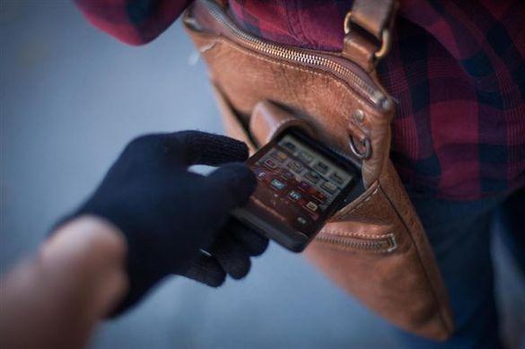 Черкащанам розповіли, як вберегти мобільний телефон від шахраїв