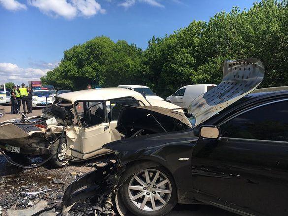 Розтрощені автівки та постраждалі: біля Черкас сталася смертельна аварія