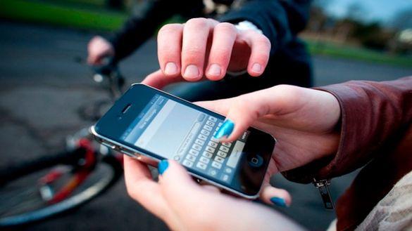 Невдала втеча: у Черкасах спіймали чоловіка, що викрав смартфон (ВІДЕО)