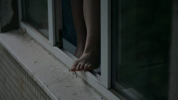 У центрі Черкас літня жінка вистрибнула з вікна багатоповерхівки
