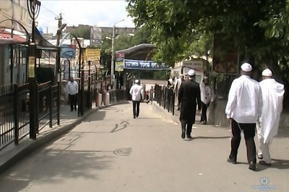 До Умані з'їхалися близько тисячі хасидів (ФОТО, ВІДЕО)