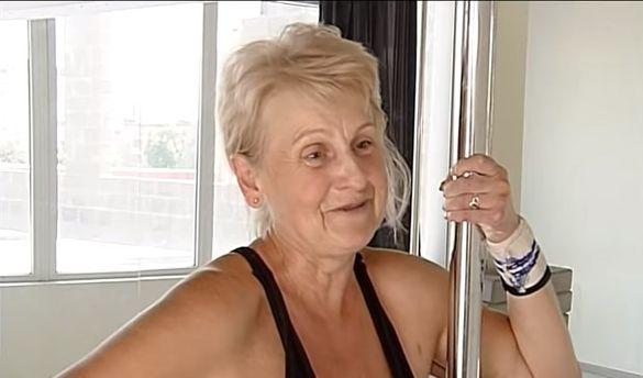 Черкащанка у свої майже 60 років готується до змагань із танців на пілоні (ВІДЕО)
