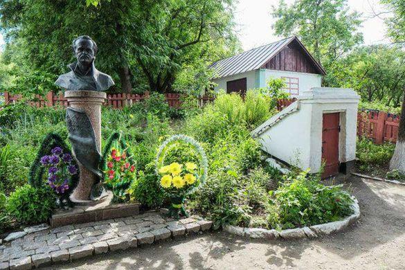 В одному із сіл на Черкащині викрали бронзовий пам'ятник Чорноволу