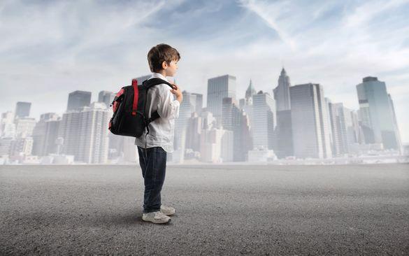Не вгледіла, бо гуляла: патрульні повернули черкащанці шестирічного сина (ВІДЕО)
