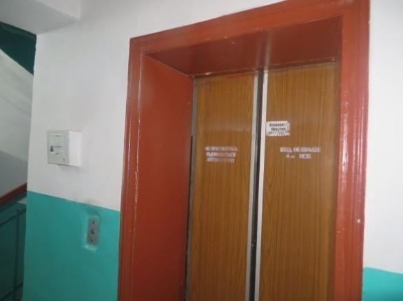 У Черкасах затримали ліфтового крадія під час рятування людини із застряглого ліфта