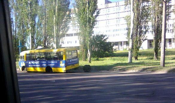 Загублені колеса: у Черкасах знову розсипаються маршрутки (фотофакт)