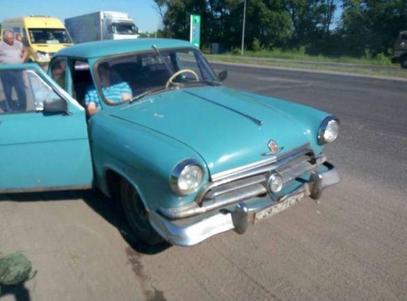 Замість пального дрова: на Черкащині ретро-автомобіль їздив на особливому двигунові  (ФОТО)