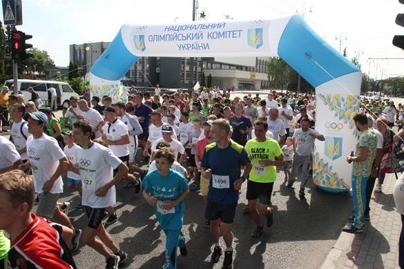 Розім'яли м'язи: центральними вулицями пробіглися майже півтори тисячі жителів Черкас  (ФОТО)