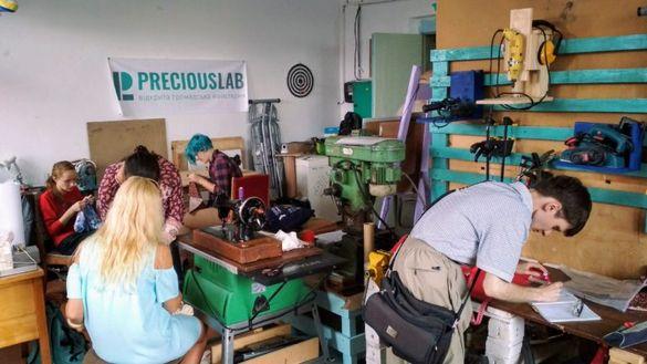 Зробити майже все з нічого: у черкаській майстерні допомагають розвивати технічну творчість