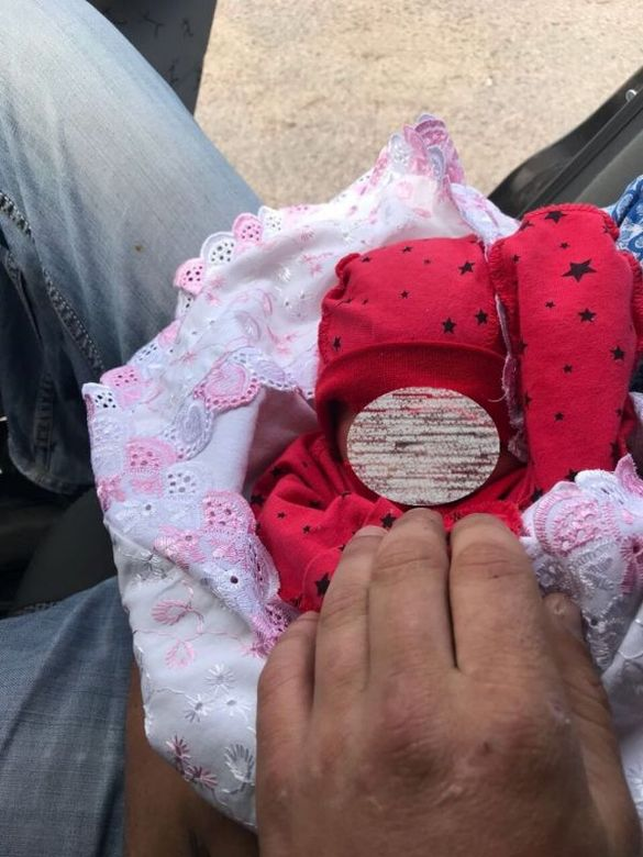 Затримали на гарячому: жінка із черкаського села намагалася продати власну дитину (ФОТО)